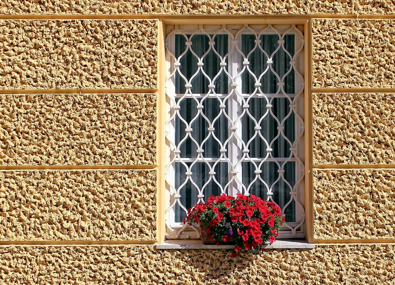סורגים לבנים לחלון